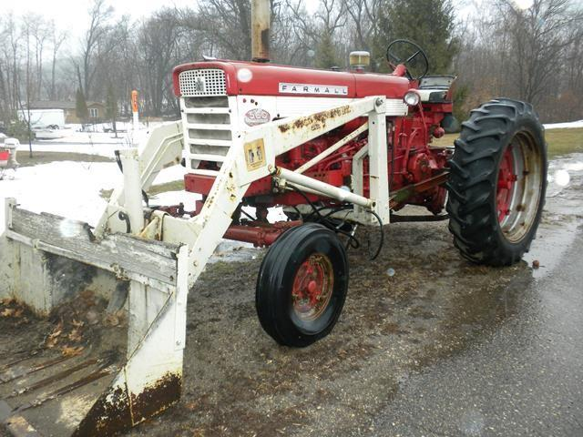 Farmall Tractor With Loader : Farmall tractor w loader henry s farm supply