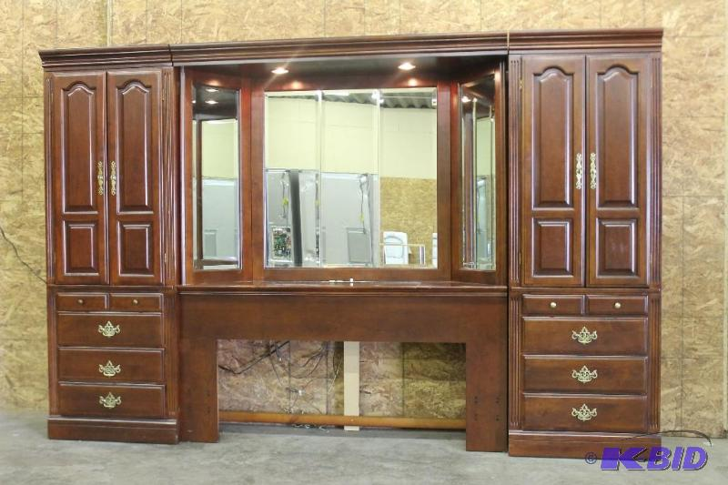 Michael Howard Master Bedroom Furniture | Des Moines Furniture U0026 More |  K BID