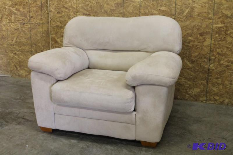 Overstuffed Microfiber Chair Loveseat Des Moines Furniture More K Bid