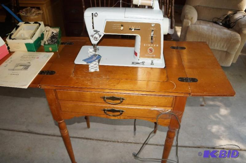 Vintage Early 40's Singer Sewing Machine In Cabinet Estate Adorable Singer Sewing Machine Cabinet 1960