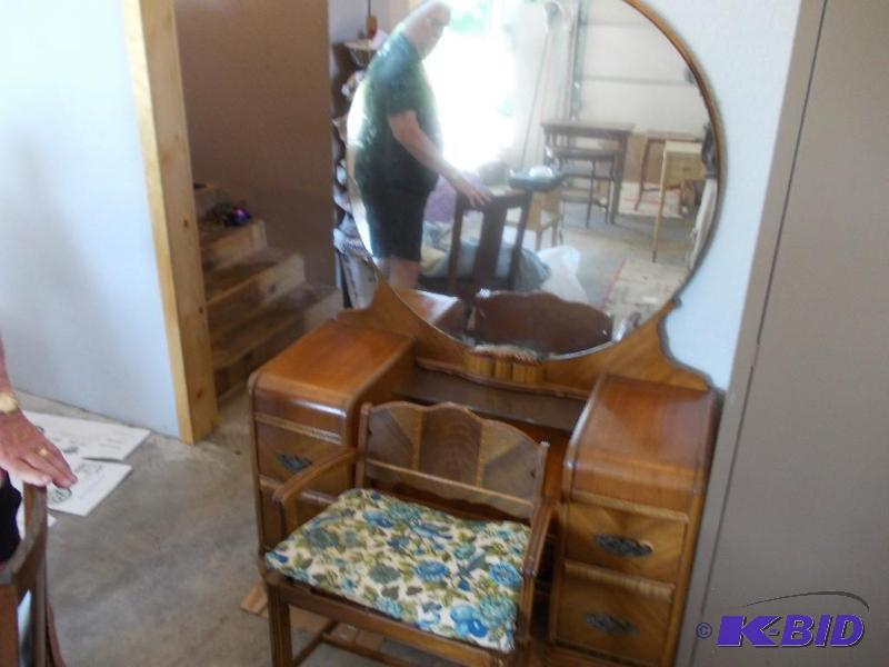 Vintage Vanity With Round Mirror - ... | St Michael Grandmas Moving Sale |  K-BID - Vintage Vanity With Round Mirror - St Michael Grandmas Moving