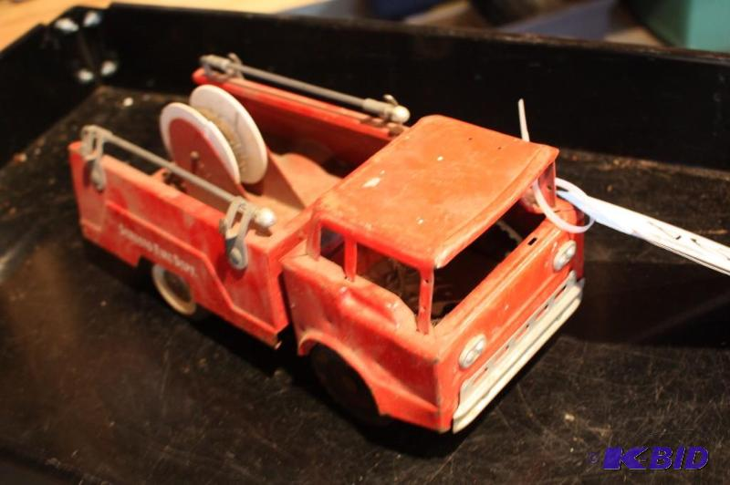 Structo fire dept  toy fire truck    | Barrett Anderson Estate Sale