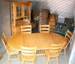 Beautiful solid oak table with six chairs. Th...