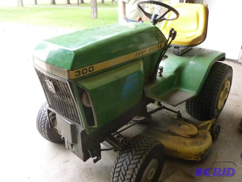john deere 300 lawn tractor model c300e come john. Black Bedroom Furniture Sets. Home Design Ideas