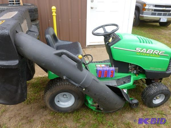 John Deere Sabre With Bagger 15 5 Hp Briggs Sns Auctions 127 Vehicles Equipment K Bid