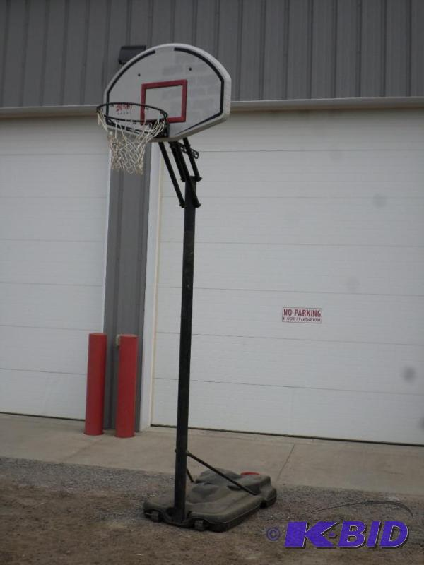 Lifetime street court basketball hoop loretto for Cheapest way to make a basketball court