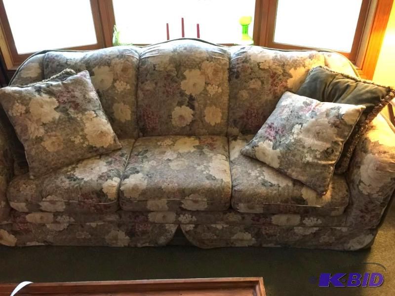 Beautiful High End Fl Sofa By Benchcraft Bloomington Estate Auction K Bid